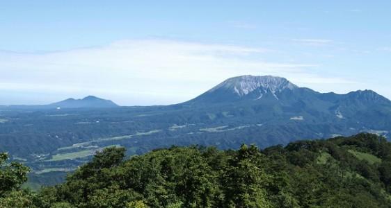 14山頂から間近に見える大山