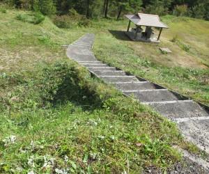三平山:草刈り終了(水場兼炊事場)