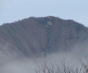 霧の朝の上蒜山