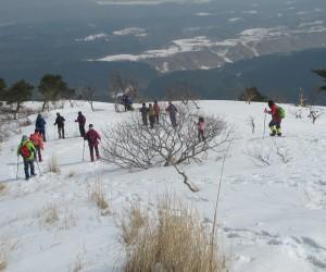 新雪を踏んで下界を目指す