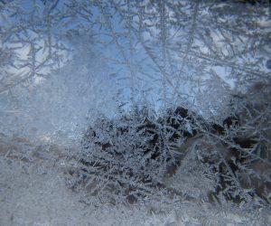 1/18 窓の霜 気温が低い朝は窓のガラスに霜がつきます