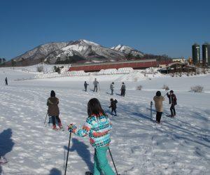 蒜山雪恋祭り ⑤上・中蒜山の手前は酪大牧舎