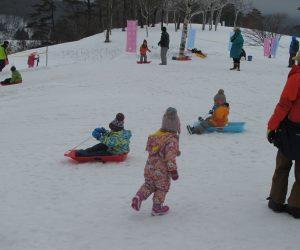 雪恋祭り⑨橇遊び こども達にはこれが一番人気