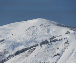 2/19  三平山  東面にかなり雪崩の後が 白樺の丘付近より