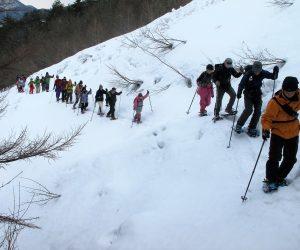 2/26 スノーシュウ三平山登山(雪崩常襲地帯を横切る)此処だけは朝のうちに通過したい所です。
