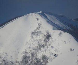3/3  上蒜山8合目付近 尾根の東側にセッピが発達しています