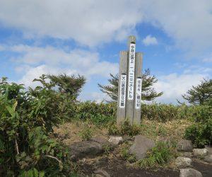 10/9 中蒜山登山ガイド  登山口の案内板には標高1123mと書いてありましたがそれではいいふうふ(1122)登山になりませんね。