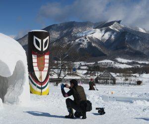 雪恋祭り2月3日 ③上蒜山をバックにスイトンとハートカマクラ