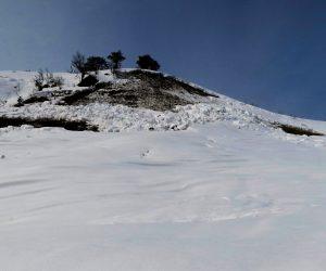 2/26 三平山スノーシュウ登山  ガイドクラブのスノーシュウ登山に同行、山頂近くの雪崩の後、気温が上がり雪が緩むと底雪崩が発生、夏道は雪崩の常襲地帯があるので朝のうちに通過する事が鉄則