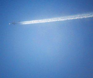 2/22 飛行機雲 蒜山は鬼太郎空港や広島空港の空路になっているので音は聞こえませんが毎日見かけす。