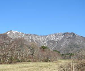 3/14 上蒜山 上蒜山南麓の牧草地から見るとこんな形になります