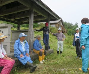 9/10 里山と草原の草刈  ガイドクラブのメンバーによる里山と草原の手入れ、