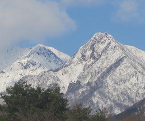 1/14  烏ヶ山  地震のたびに山頂付近の岩が崩落し入山禁止になります。