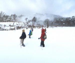 中蒜山山麓スノーシューハイキング 新雪の山麓に雪煙が上がる。今朝降った新雪を風に巻き上げられています。