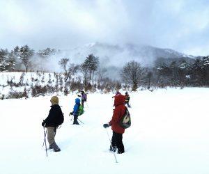 1/26 前日からの降雪で雪煙が上がる 一晩で30㎝位の積雪スノーシュウハイキング無事開催、ほっとしました。