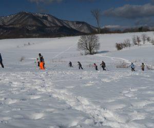 雪恋祭りスノーシュー体験 7酪大牧草地を行く