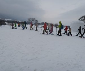 雪恋祭りスノーシュー体験 6会場を後に雪原へ
