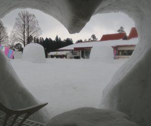 雪恋祭りスノーシュー体験 13ハートカマクラの中よりの眺め