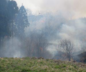 4/7 左の植林地のところにまず点火、杉、檜は金に成る木なので大事にします。