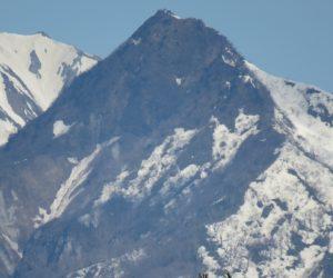 4/9    烏ヶ山  東斜面には雪がありますが南西斜面には雪がありません。